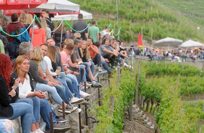 Feiern an der längsten Tafel im Neckartal